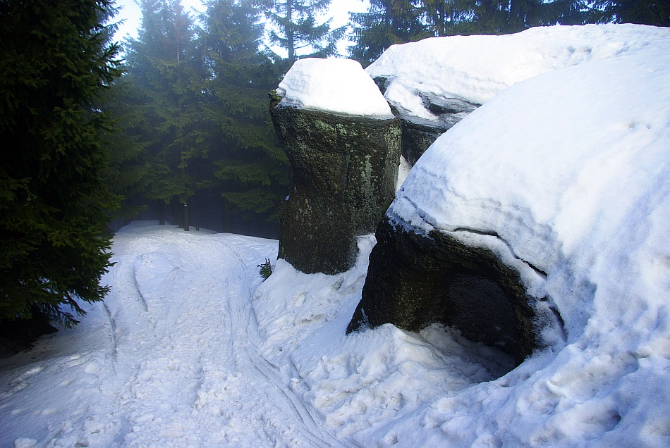 Malinowska Skała. Czyli ostaniec i szczyt góry (1152 m) jednocześnie