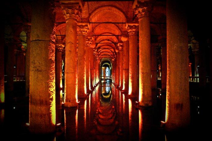 bazylika Cystern pod Istambułem. Tu grasuje Meduza